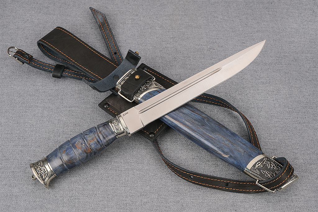 """Нож """"Пластунский"""" (S390, стабилизированная карельская береза синяя, деревянные ножны)"""