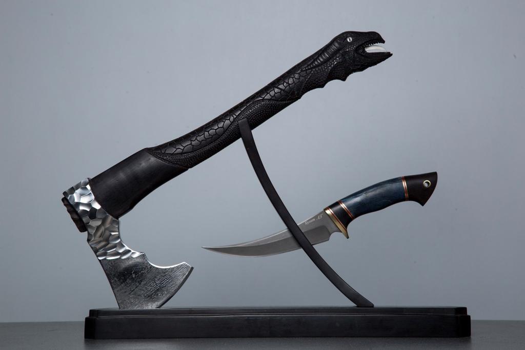 """Топор """"Дракон"""" + Нож """"Восточный"""" (булат) на подставке"""